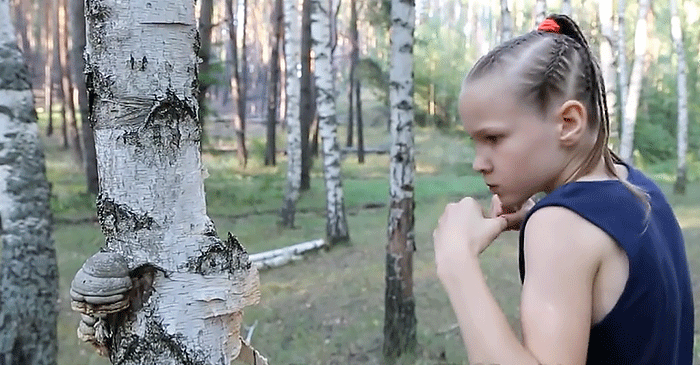 Evnika Saadvakass, boxeo, impresionante, niña, rusa, entrena, árboles, futuro, boxeadora