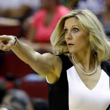 Sacramento Kings NBA Jenny Boucek entrenadora Becky Hammon