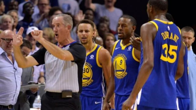 Curry Warriors expulsado video Grizzlies Durant