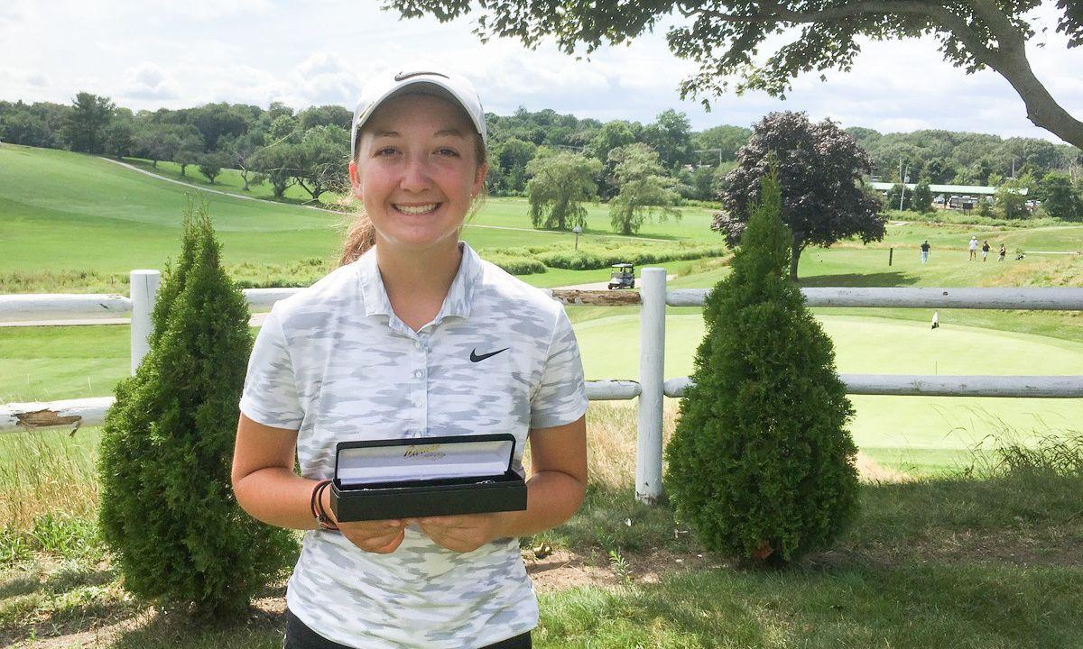 Emily Nash golf niña Massachusetts Torneos de golf colegial