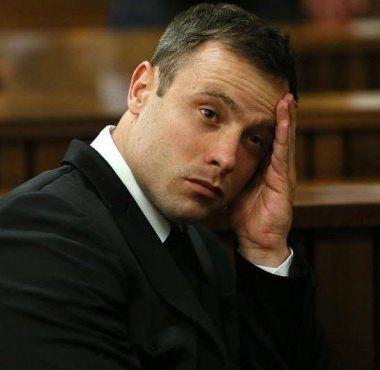 Oscar Pistorius, lesionado, pelea, prisión, uso, teléfono, atleta, campeón, paralímpico, Sudáfrica, matar novia
