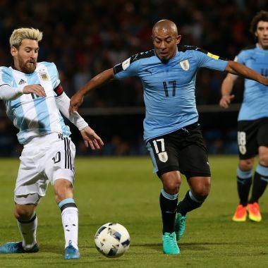 Equipo, Racing de Avellaneda, Argentina, inventa lesiones, para que no juegue, Egidio Arévalo, futbolista, uruguayo, justifican, afaición