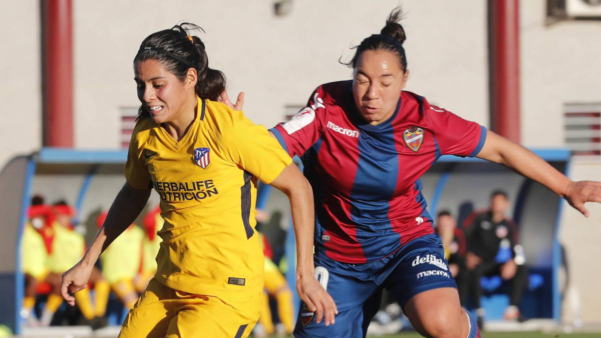 Charlyn Corral Kenti Robles Primera Division Femenina España