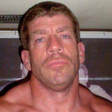 Ex WWE asesina a su esposa y se quita la vida