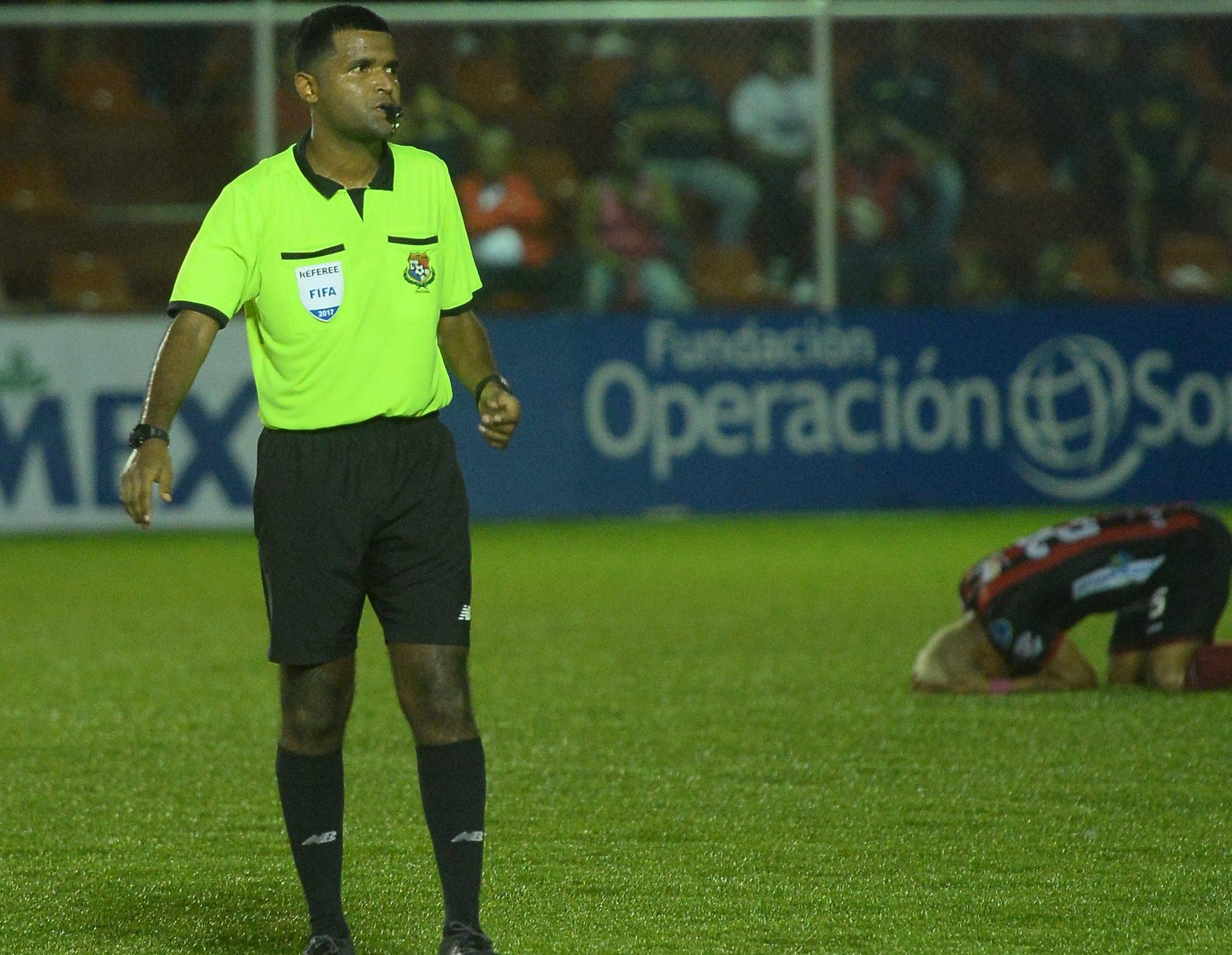 Recolector Basura Arbitro Mundialista Panamá Gabriel Victoria