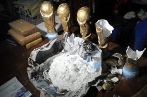 Confiscan Copas del Mundo Argentina cocaína