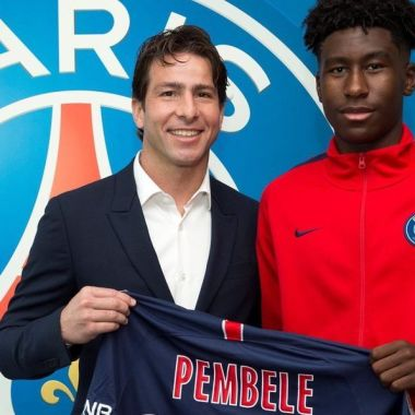 PSG ficha Timothée Pembele jugador de 15 años
