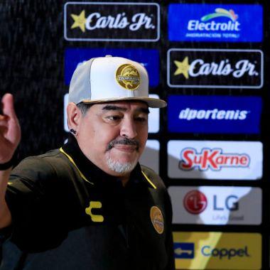 Este es el emotivo discurso de Maradona a sus jugadores previo a su debut [Video]