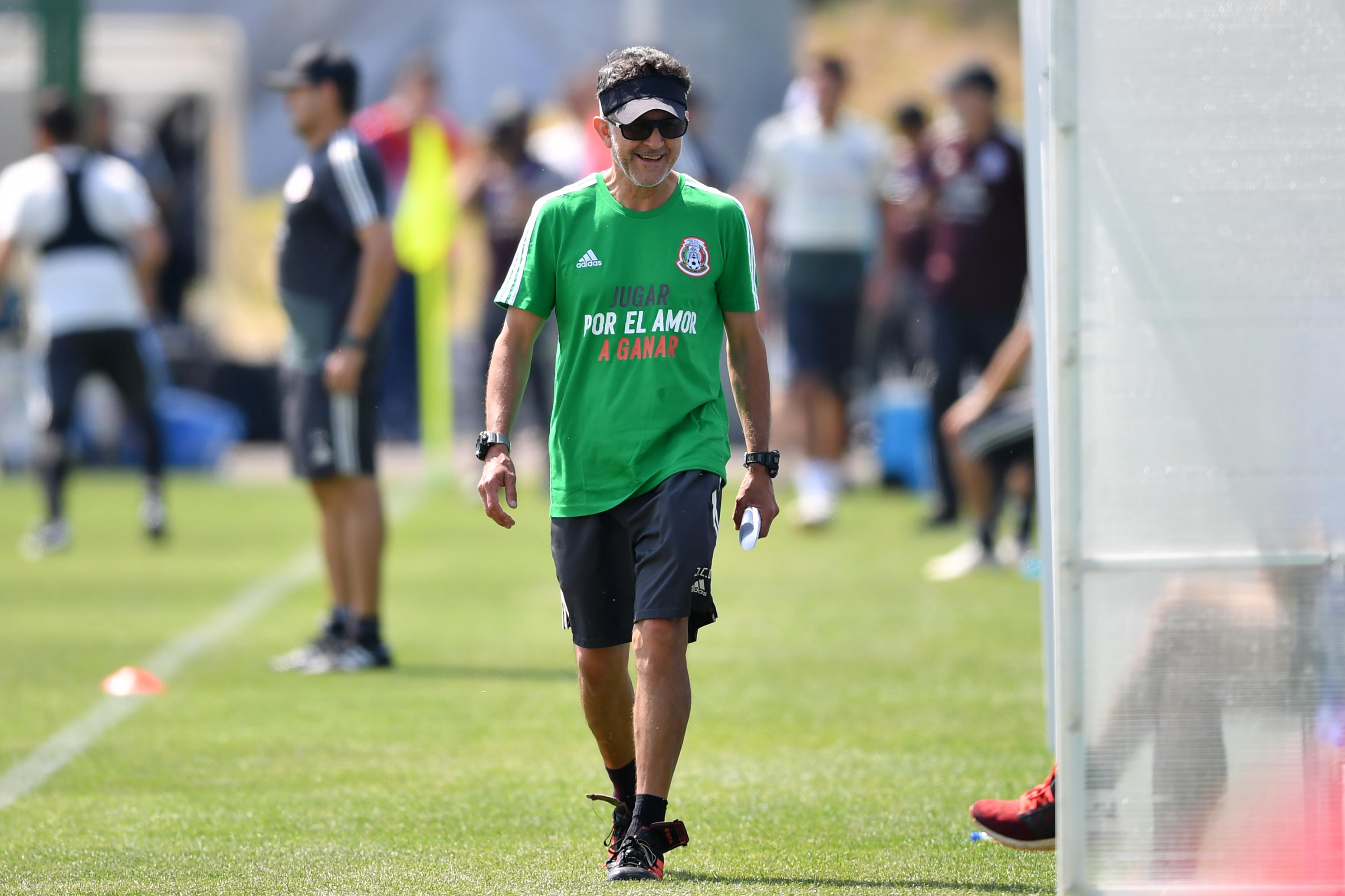 Juan Carlos Osorio, Aston Villa, Inglaterra, Paraguay