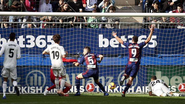 Árbitros Var Celebran Gol Real Madrid Video Los Pleyers