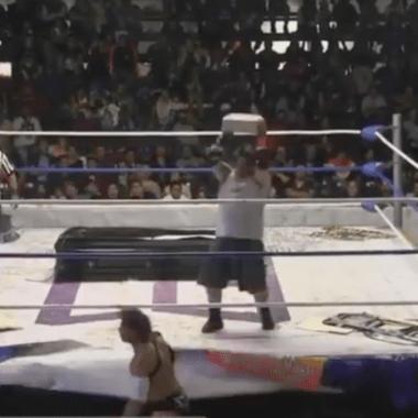 Luchador que golpeó a compañero con tabique es suspendido de forma indefinida