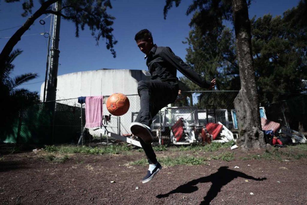 Caravana Migrante Joven Futbolista México Atlas