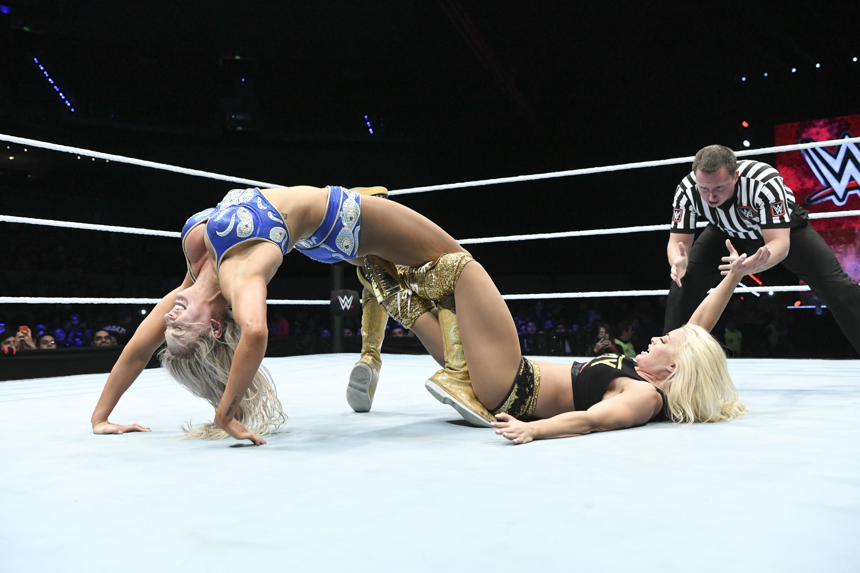 Charlotee Flair WWE Arena Ciudad de México Mandy Rose