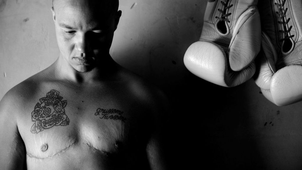 Pat Manuel, Boxeador, Transgénero, Debut