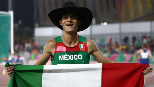96/08/2019. Conade Juegos Olímpicos Apoyo Atletas Los Pleyers, Un atleta mexicano con sombrero.