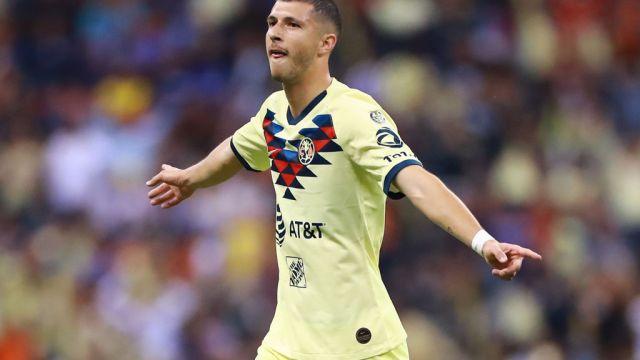 05/10/2019. Guido Rodríguez Betis América Despedida Los Pleyers, Guido con la playera del América.