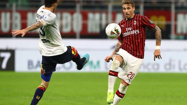 20/10/2019. Lucas Biglia América Milan Refuerzo Los Pleyers, Lucas Biglia compite por el esférico.