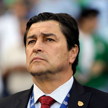 02/04/2012. Luis Fernando Tena fue campeón con Cruz Azul y también ayudó a jugadores apoyándolos para comer