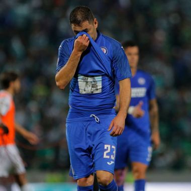10/11/2019. Cruz Azul Pablo Aguilar Retiro Lesión Los Pleyers, Pablo Aguilar en un partido.