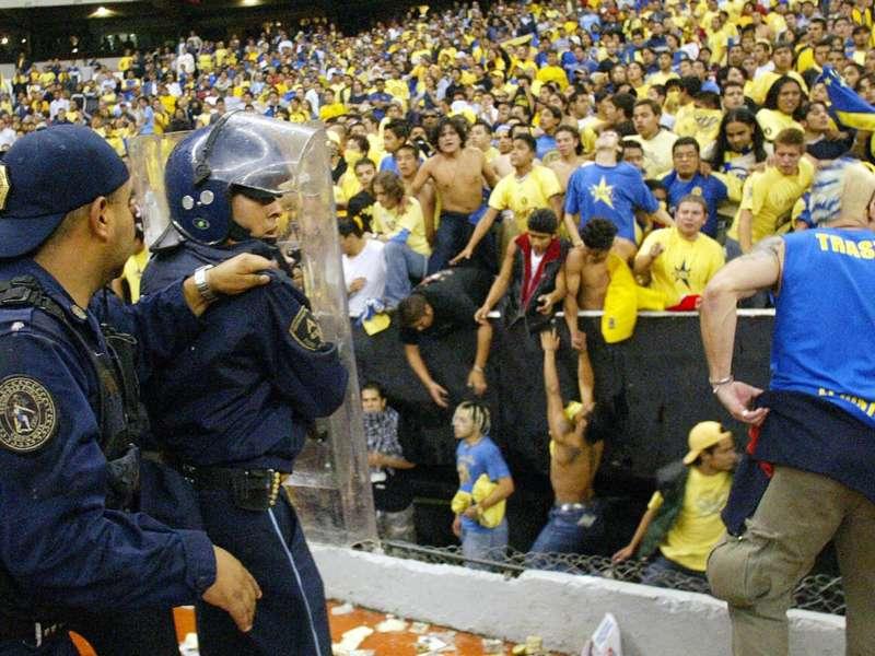 11/05/2020. América Sao Caetano Copa Libertadores Pelea Los Pleyers,Policpias tratan de controlar a la afición del América.