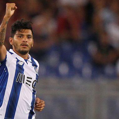 23/08/2016, Tecatito Corona rechazó fichaje de Barcelona y este es el precio para ir al Sevilla