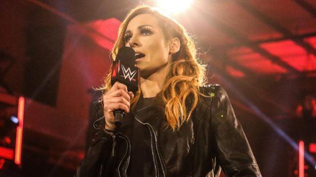 15/05/2020. La luchadora Becky Lynch sorprendió al mundo de la WWE al anunciar que dejaba la empresa para ser mamá