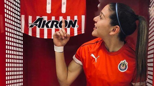 20/05/2020. Norma Palafox Rodolfo Pizarro Alan Pulido Cubrebocas Los Pleyers, Norma Palafox presume su playera de Chivas.