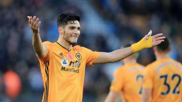 10/11/2019. Raúl Jiménez Cristiano Juventus Fichaje Los Pleyers, Raúl Jiménez celebra un gol ante en Aston Villa.