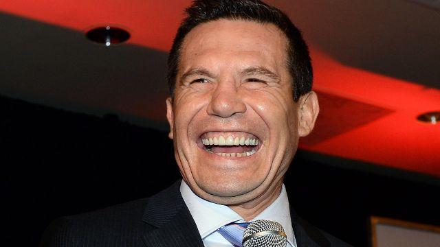 Checa el regalo que le hizo Julio César Chávez a Héctor Suárez en una fiesta 14/06/2020