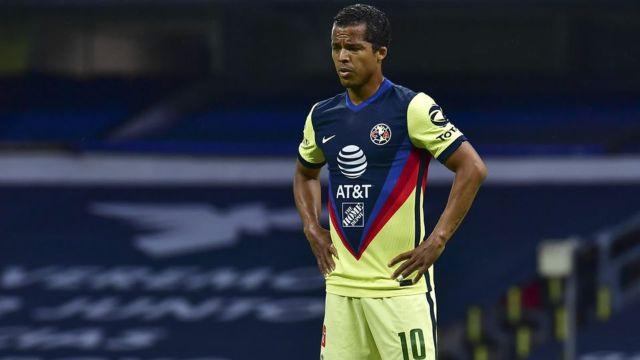 Giovani dos Santos en juego con América