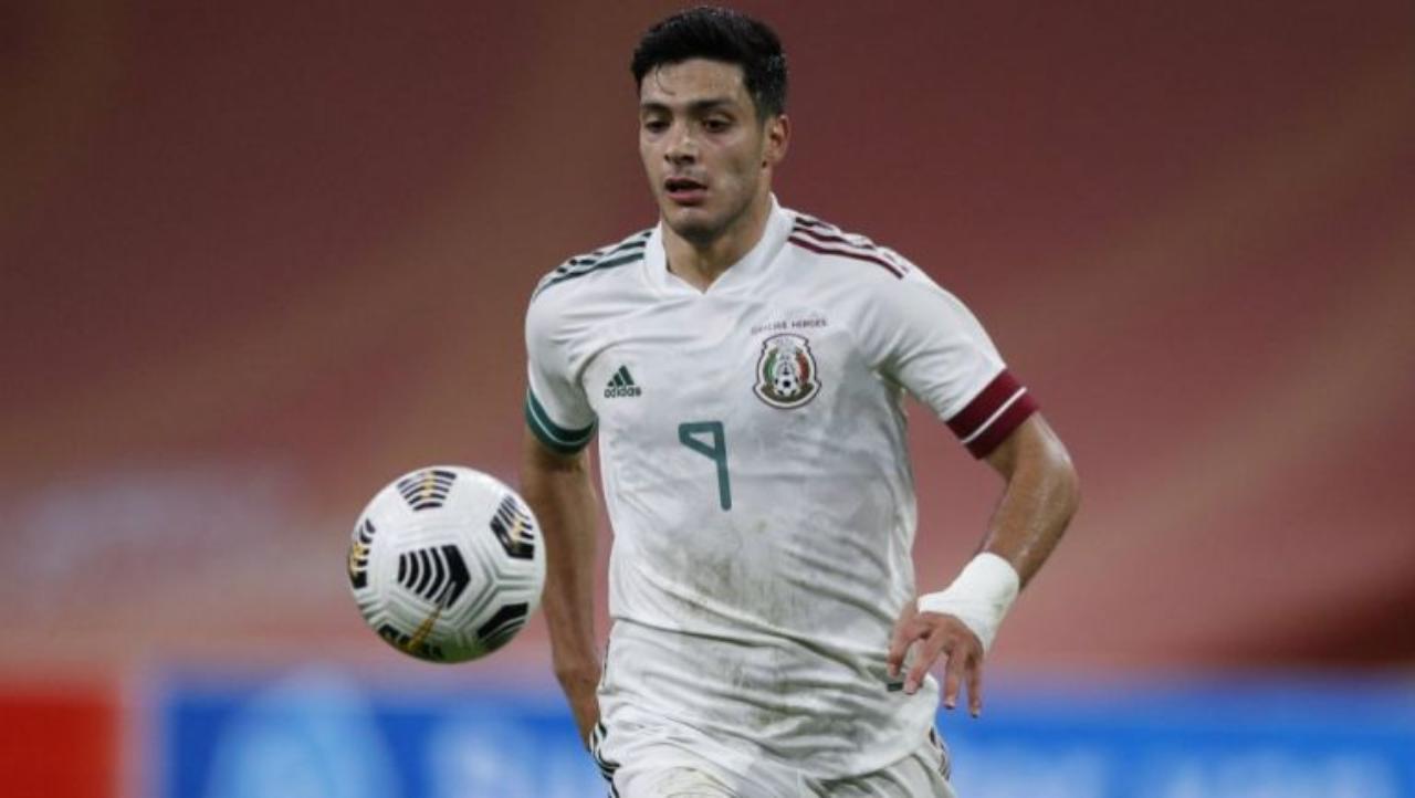 Raúl Jiménez concentra con la selección