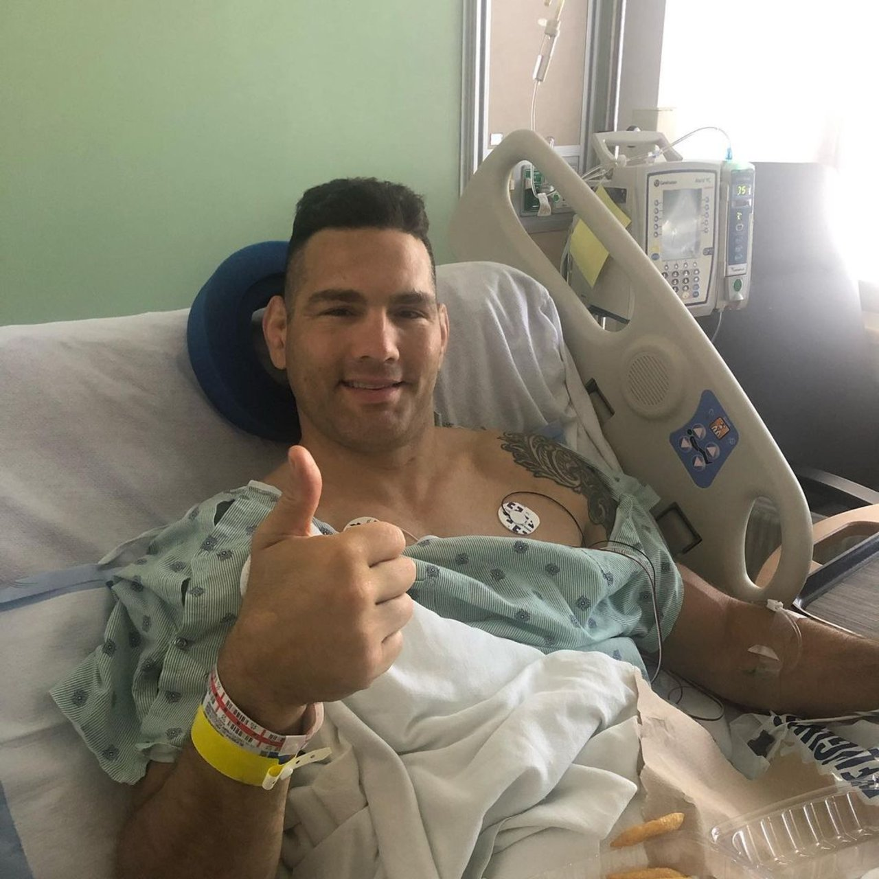 Chris Weidman lesión ufc 261 cirugia pierna rota