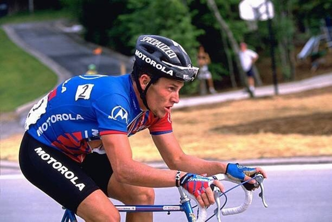 Lance Armstrong bicicleta motor señalado