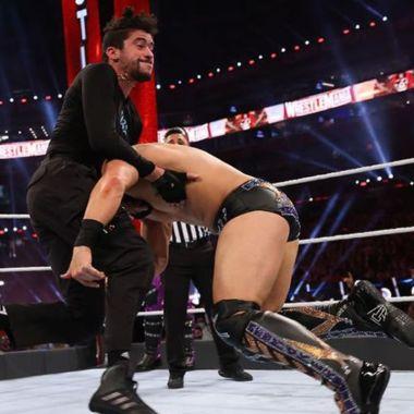 Bad Bunny heridas Wrestlemania