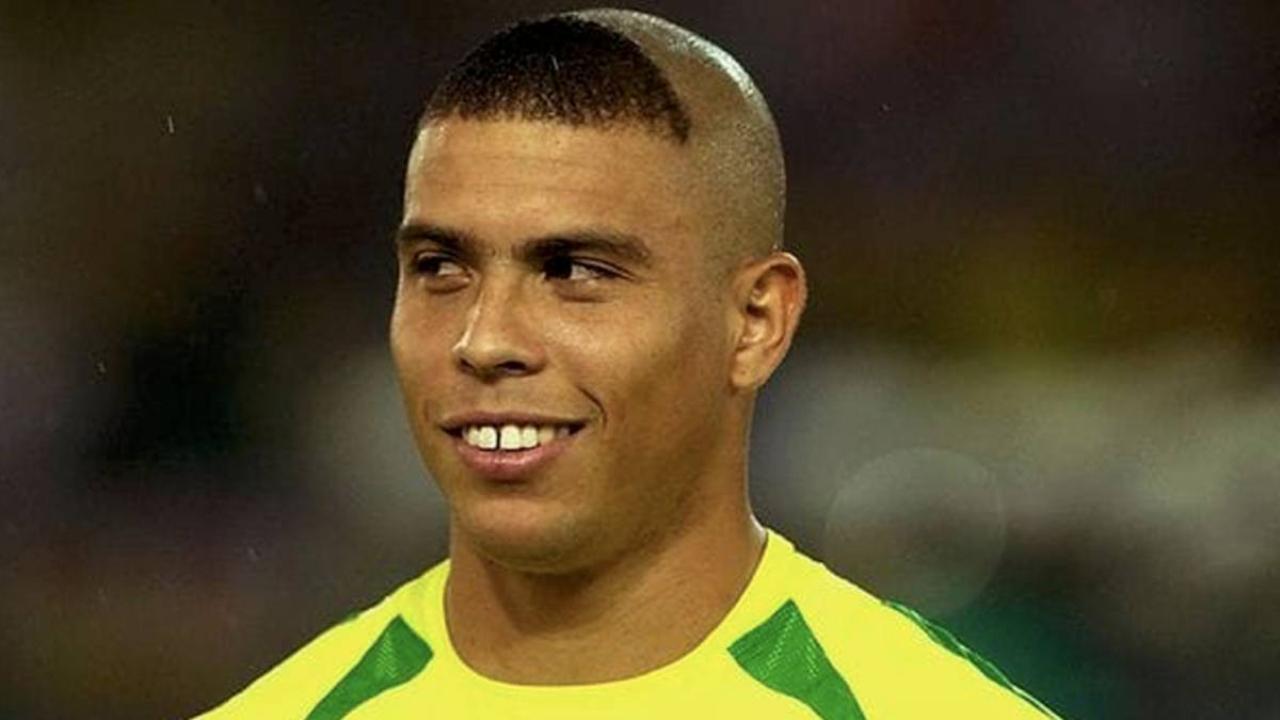 Ronaldo pide perdón por corte de cabello
