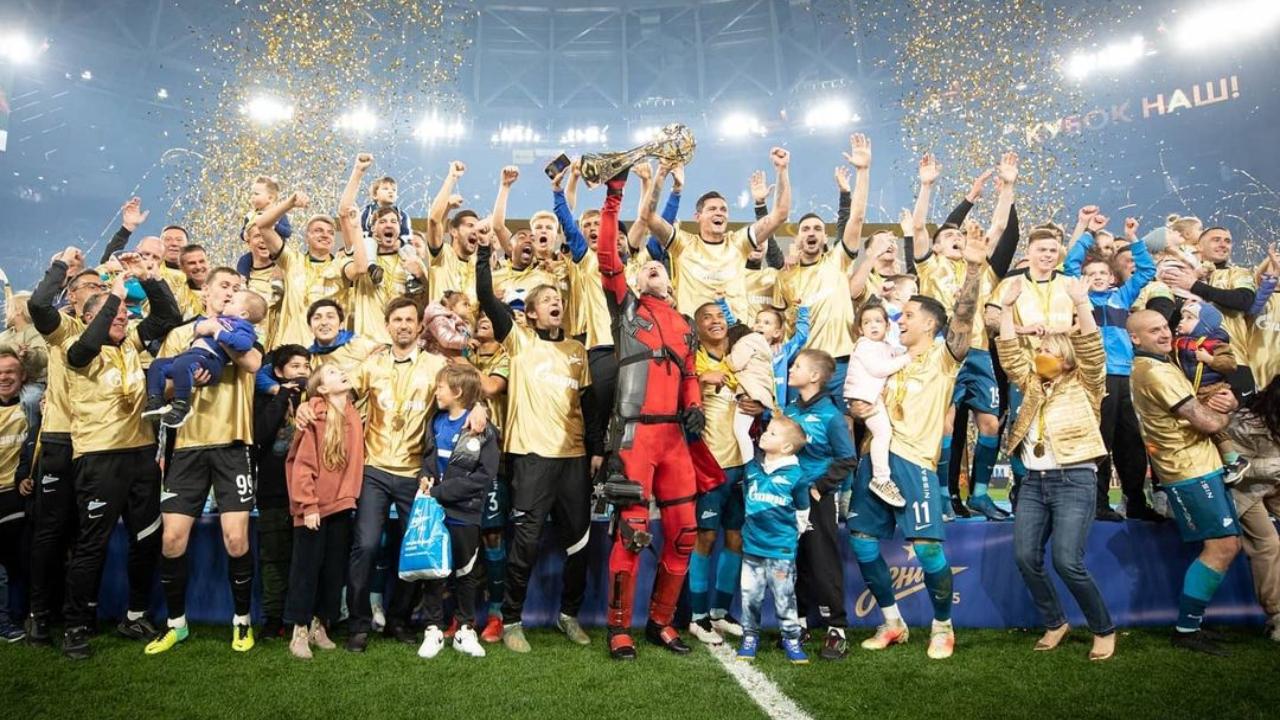 Zenit celebrando título de la liga rusa