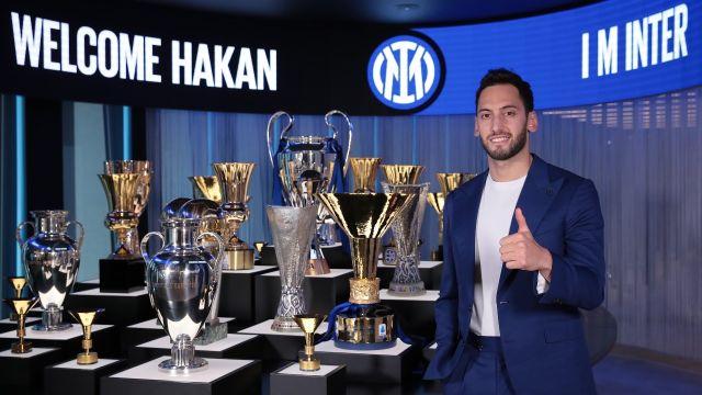 Hakan Calhanoglu refuerzo Inter de Milán