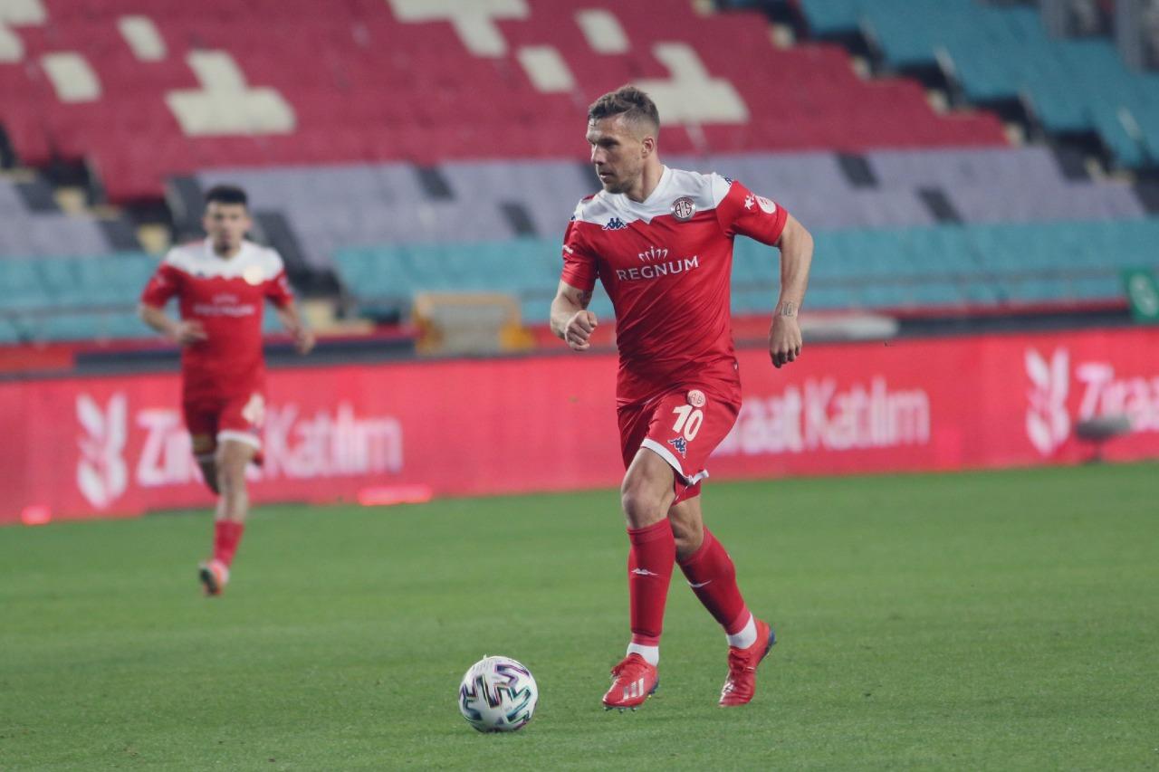 Lukas Podolski refuerzo Querétaro Apertura 2021