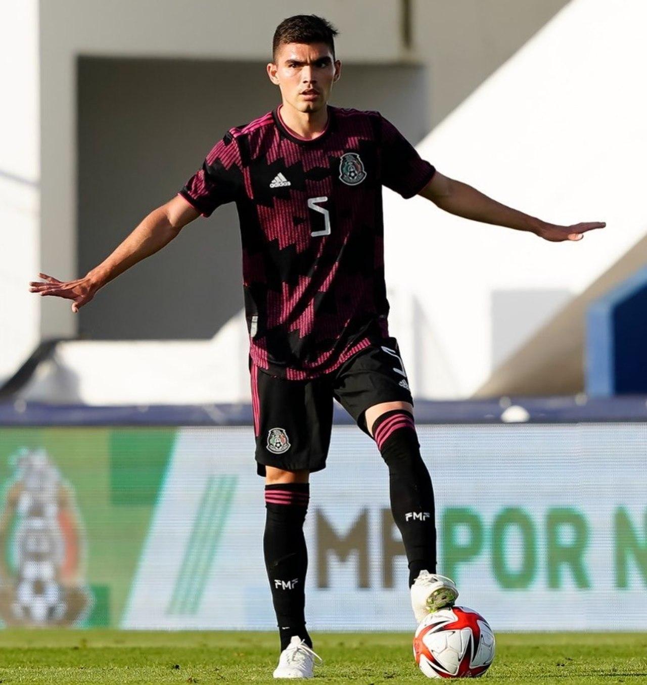 Johan Vásquez Pumas contrato 2023