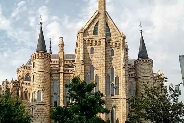 Astorga | Gaudí, el Camino de Santiago y una Catedral alucinante