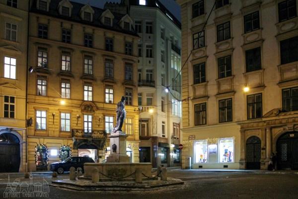 Viena Día 1 | Dos iglesias barrocas, una catedral gótica, la ciudad nocturna deslumbrante y el mejor museo de la ciudad.