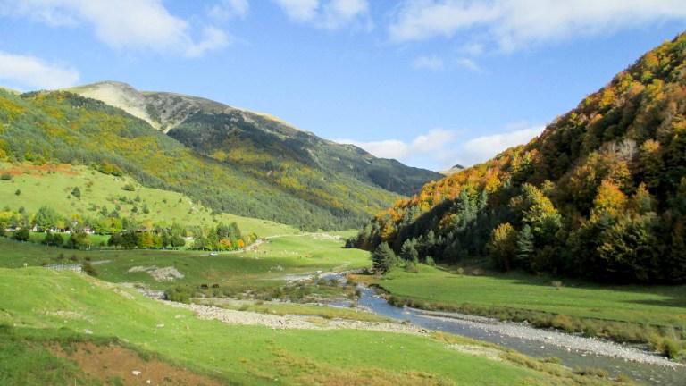 Cuando el otoño explota… | Ruta entre los valles de Navarra y Aragón