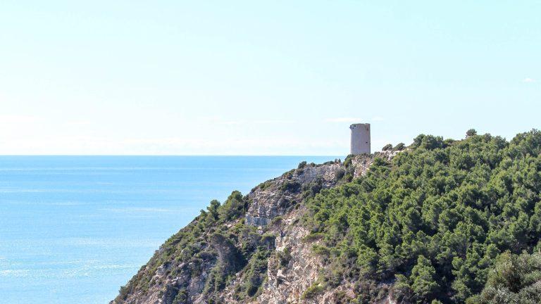 Torre Badum | Vigilando el Mediterráneo desde lo más alto.
