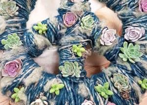 Planten verwerken in wol breien met bloemen losse bloemen blog bloemen arrangement waterdrinker inspiratie