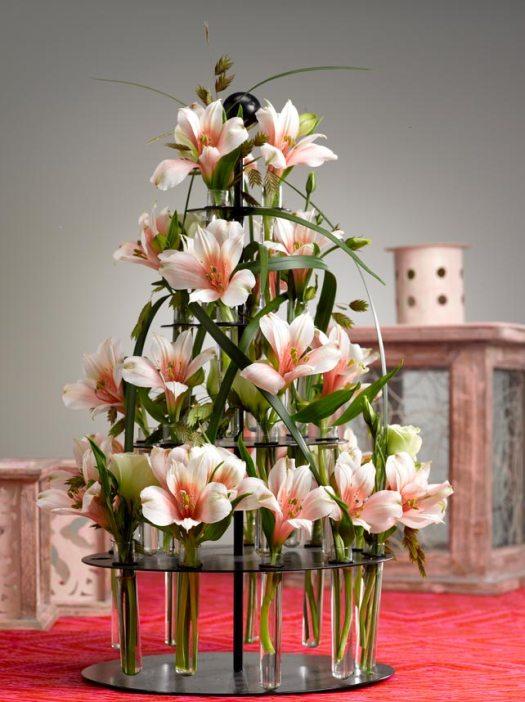 alstroemeria-etachere-vol-bloemen-mooiwatbloemendoen-beeld-losse-bloemen-incalelie-bloemen-blog-kerstvaas