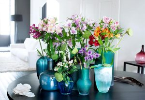 alstroemeria-mooiwatbloemendoen-foto-losse-bloemen-in-vaasjes-incalelie