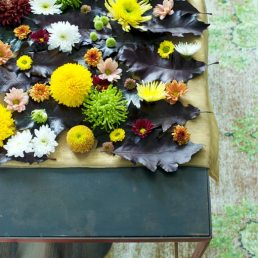 chrysant-chrysant-kerstbal-decoratie-diy-met-losse-bloemen-van-bloemen-mooiwatbloemendoen.nl