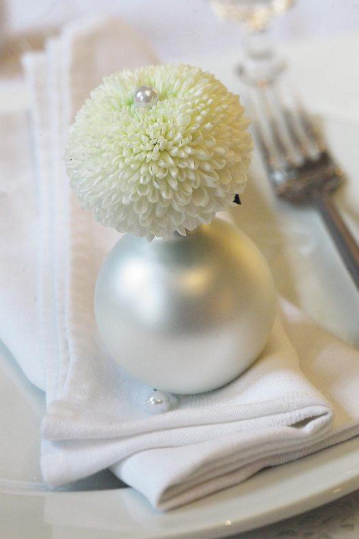 chrysanten-kerstbal-deco---mooiwatbloemendoen-foto-chrysant-losse-bloem kerstwens