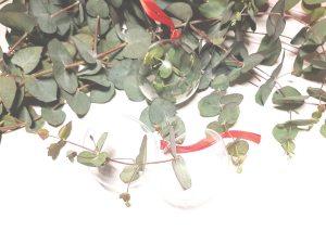 eucalyptus-lossebloemen-losse-bloemen-groen-kerstbal-2018