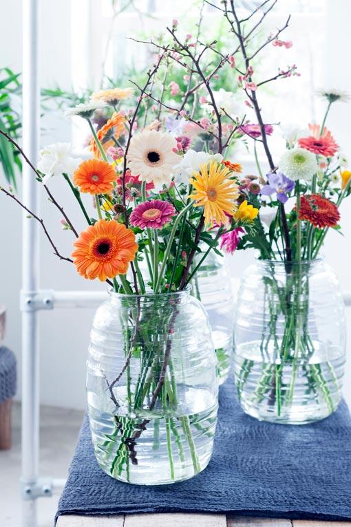 gerbera-in-vaas-boeket-bloemen-beeld--mooiwatbloemendoen.nl-losse-bloemen-gerbera